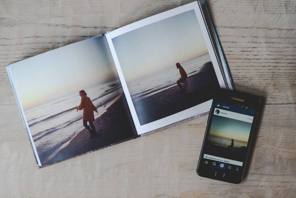 How to tell your love story in a photo book for a perfect Valentine's Day gift. Make a book from your mobile! | blog.zoombook.com